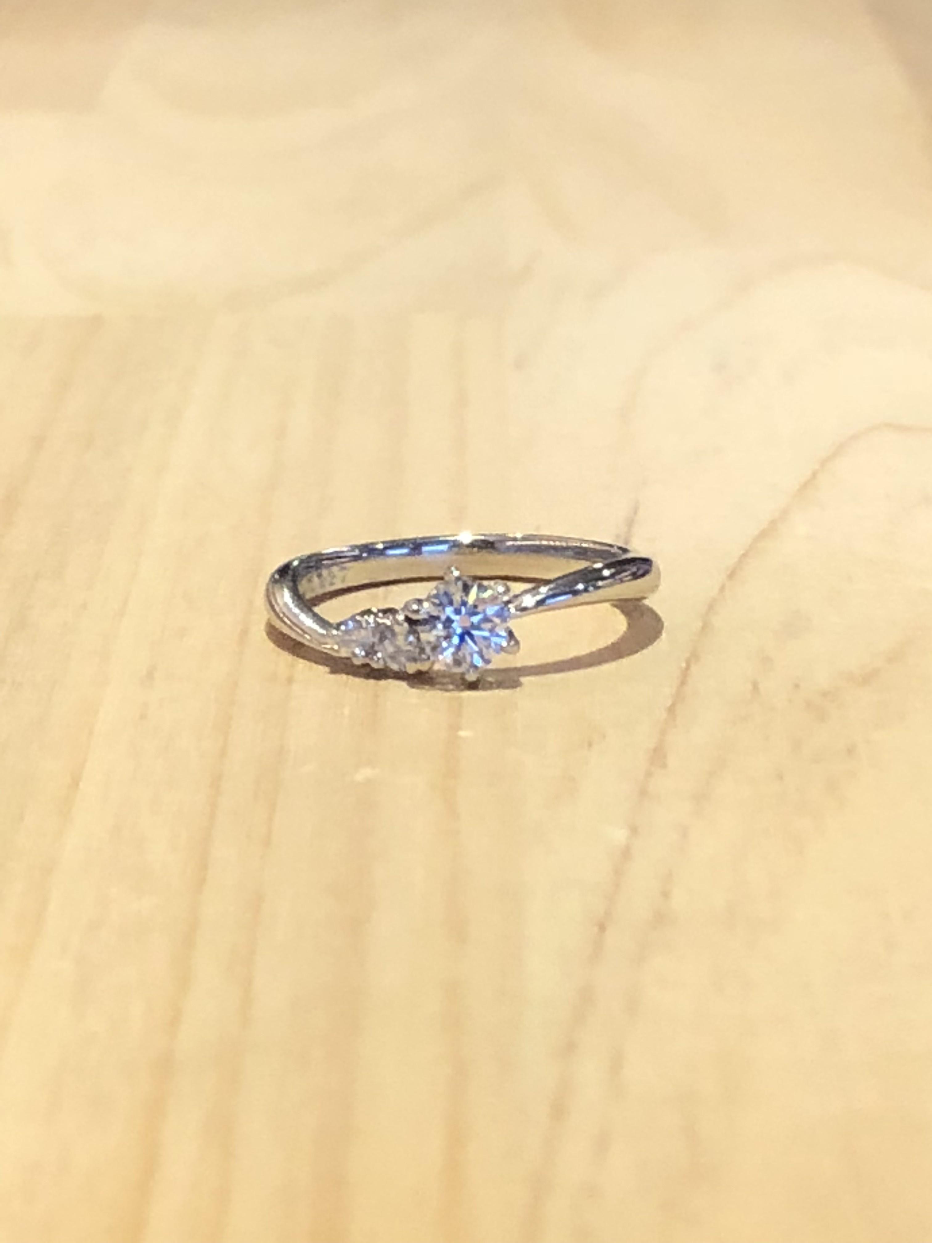 婚約指輪ウェーブ型