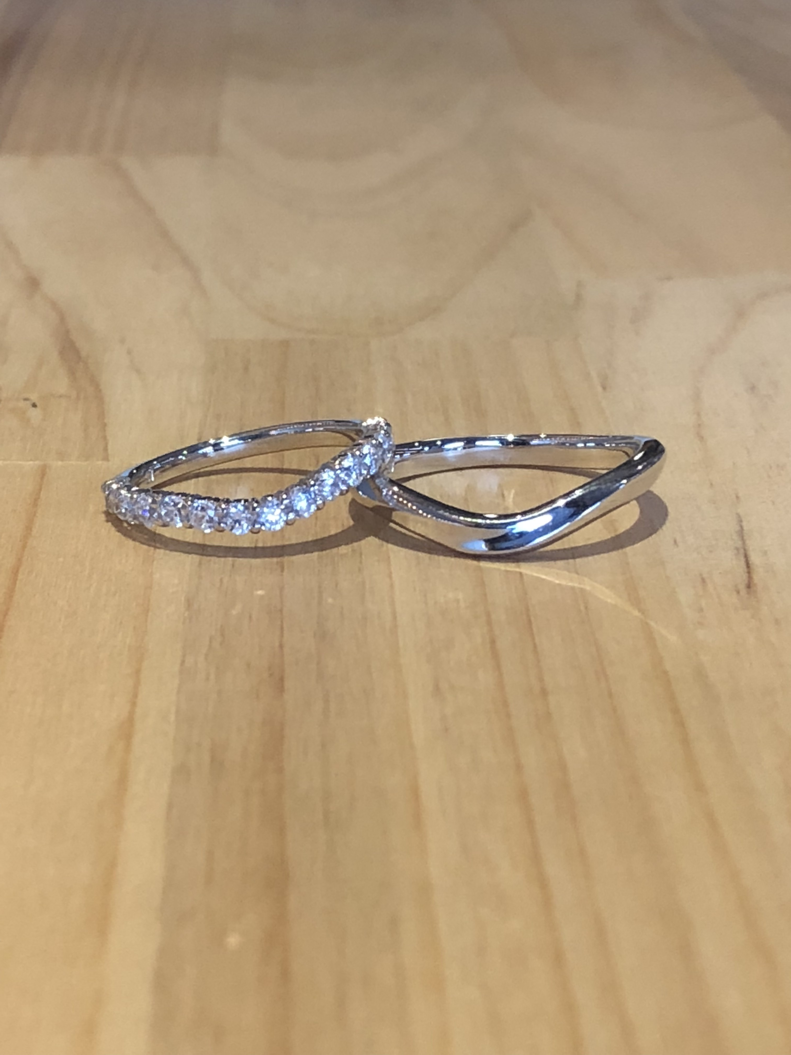 結婚指輪V型